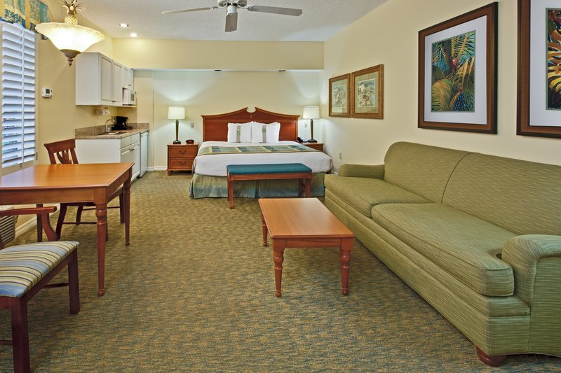 Holiday Inn & Suites Clearwater Beach S Harbour-Studio guest rooms have either 1 king sized bed or 2 queens<br/>Image from Leonardo