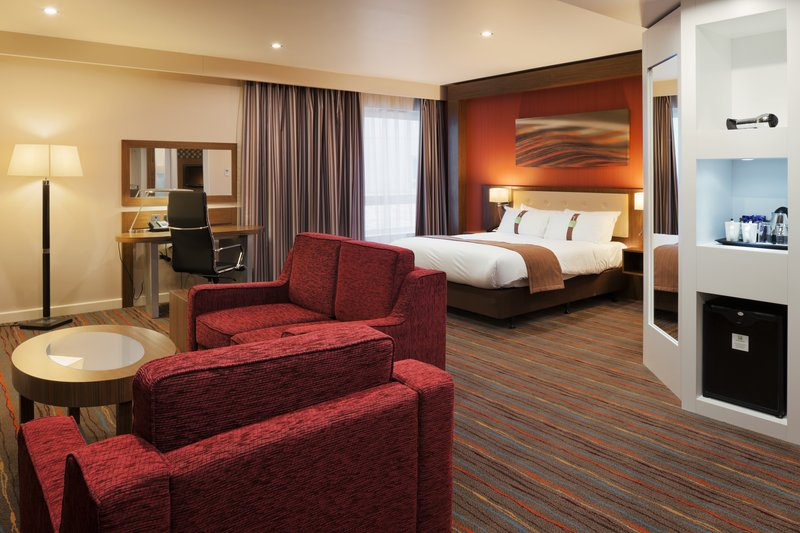 Holiday Inn Derby Riverlights-Modern and spacious executive room<br/>Image from Leonardo