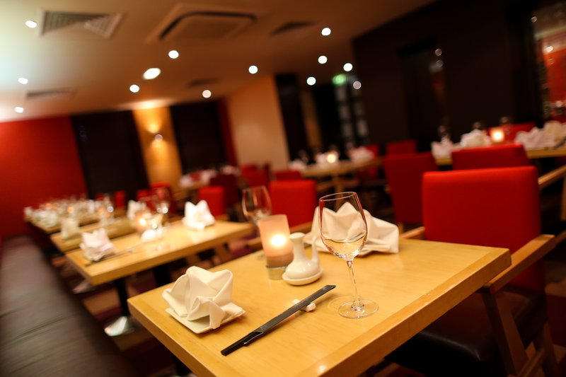 Crowne Plaza Manchester Airport-Sampans Restaurant<br/>Image from Leonardo