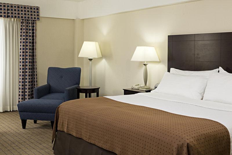 Holiday Inn Berkshires-King Bed Guest Room<br/>Image from Leonardo