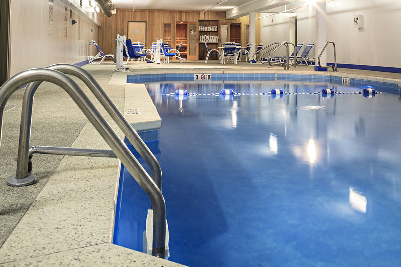 Holiday Inn Berkshires-Pool area with hot tub and saunas<br/>Image from Leonardo