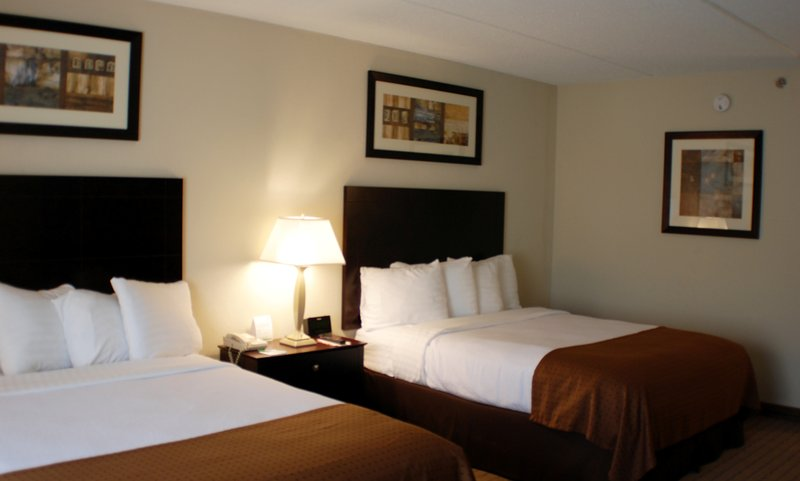 Holiday Inn Berkshires-Guest Room with two queen size beds<br/>Image from Leonardo