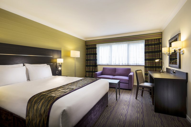 Holiday Inn London Gatwick - Worth-Double Bed Guest Room<br/>Image from Leonardo