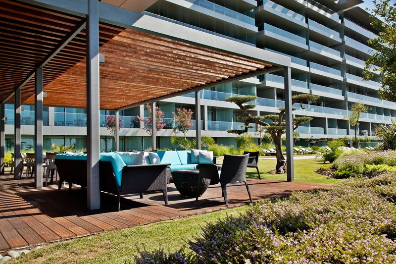 Intercontinental Estoril-Ocean Spot Pool Bar<br/>Image from Leonardo