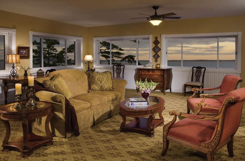 Holiday Inn Resort Bar Harbor - Acadia Natl Park - Presidential Suite <br/>Image from Leonardo