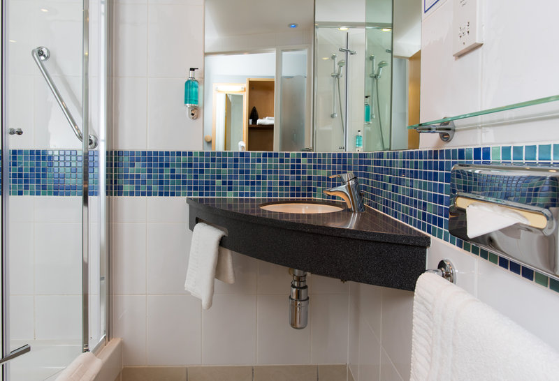 Holiday Inn Express Newcastle-Metro Centre-Freshen up in your en-suite with power shower<br/>Image from Leonardo