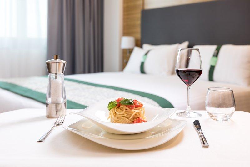 Holiday Inn Naples-Taste the Neapolitan cuisine in your room<br/>Image from Leonardo