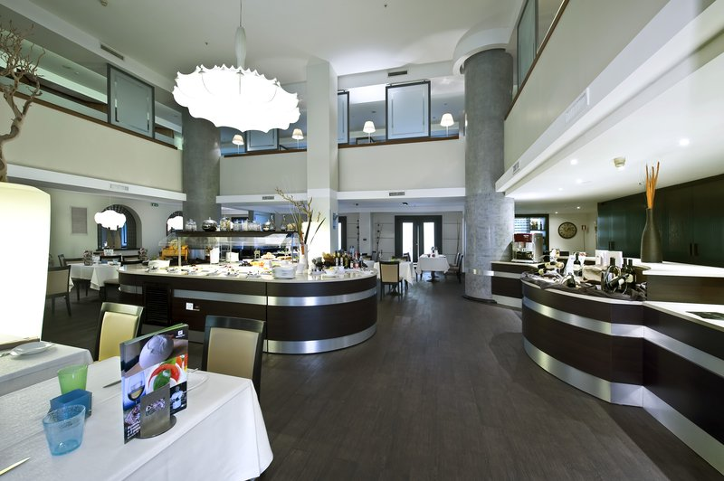 Holiday Inn Naples-Bistrot Napoli Restaurant is open for breakfast, lunch and dinner<br/>Image from Leonardo