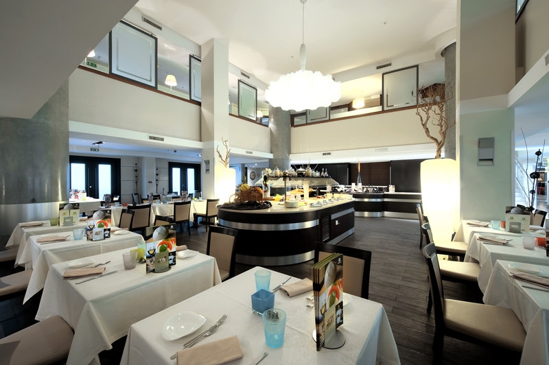 Holiday Inn Naples-Enjoy the warm atmosphere of our restaurant Bistrot Napoli<br/>Image from Leonardo