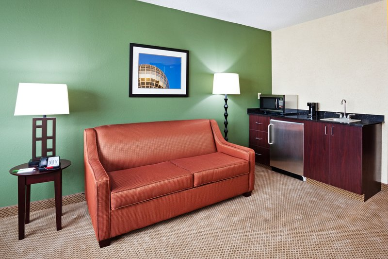 Holiday Inn Knoxville Downtown-Sitting Area in Two Room Suite<br/>Image from Leonardo