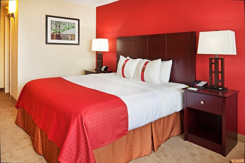 Holiday Inn Knoxville Downtown-Newly Renovated Executive Guest Room with King Bed<br/>Image from Leonardo