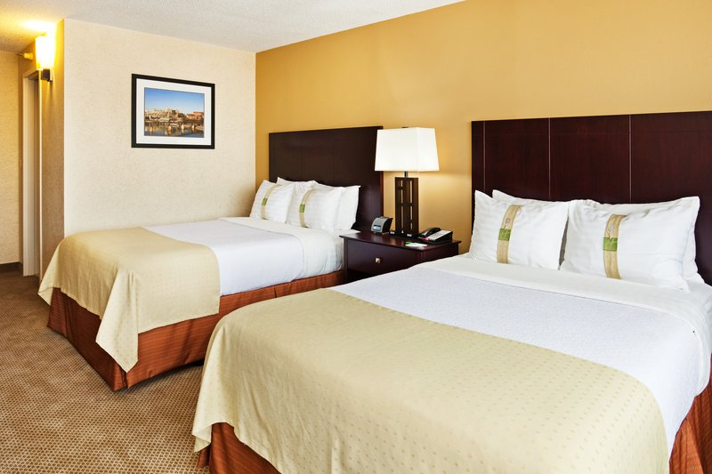 Holiday Inn Knoxville Downtown-Renovated Contemporary Guest Room with Double Beds<br/>Image from Leonardo