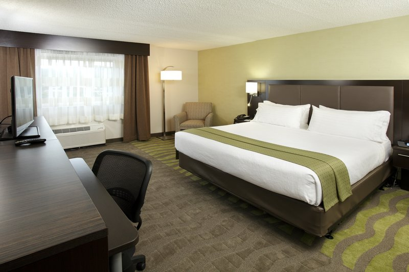 Holiday Inn Wilkes Barre - East Mountain-King Bedded Guest Room<br/>Image from Leonardo