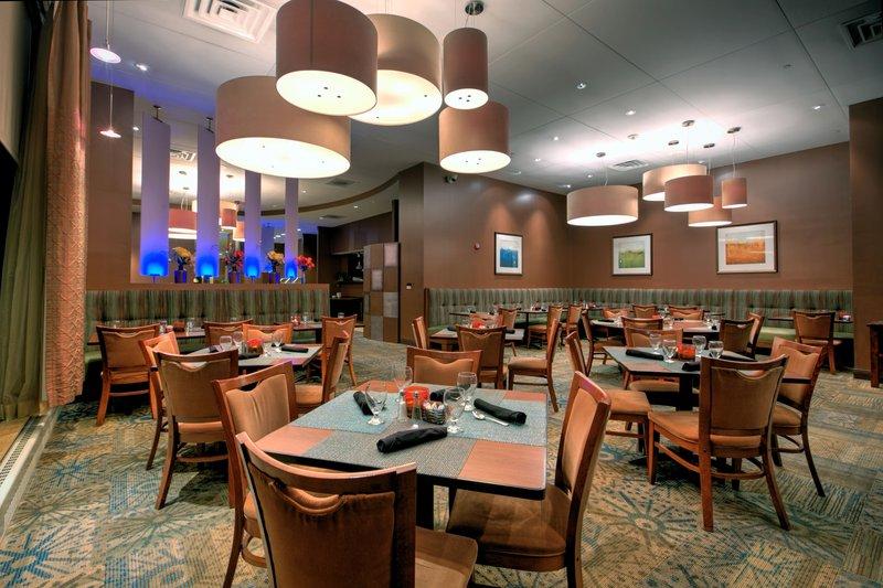 Crowne Plaza Milwaukee West-Innovation Restaurant<br/>Image from Leonardo