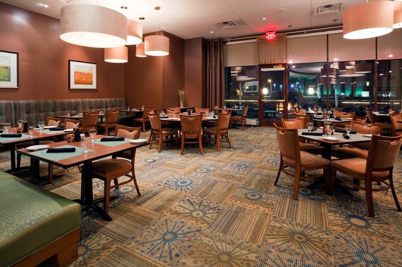 Crowne Plaza Milwaukee West-Innovation Restaurant - Crowne Plaza Milwaukee West<br/>Image from Leonardo