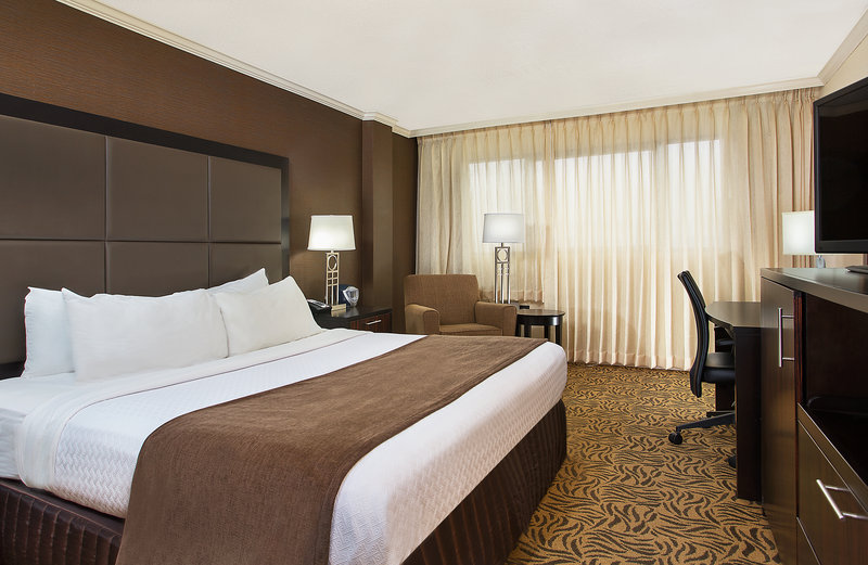 Crowne Plaza Knoxville Downtown University-Our spacious King Guest Room offers free WiFi<br/>Image from Leonardo