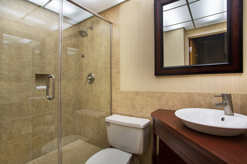 Crowne Plaza Knoxville Downtown University-Pamper yourself in our updated Guest Bathrooms.<br/>Image from Leonardo