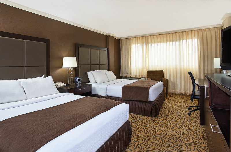 Crowne Plaza Knoxville Downtown University-More beds for the whole family<br/>Image from Leonardo