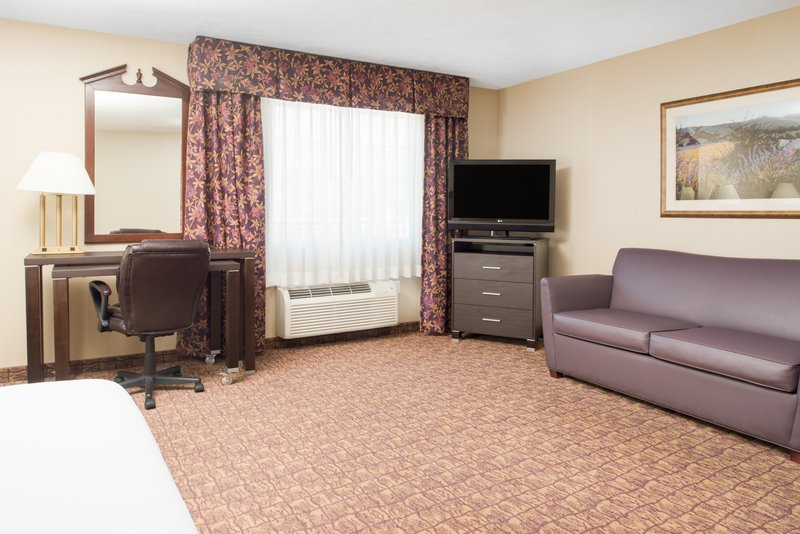 Holiday Inn Express Wenatchee-Jacuzzi Suite Living Area<br/>Image from Leonardo