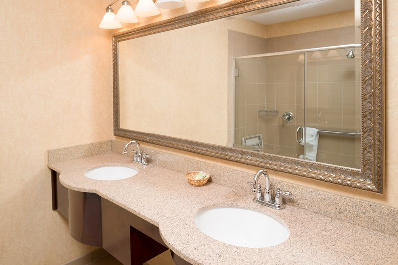 Holiday Inn Express Wenatchee-ADA/Hearing accessible Guest Room<br/>Image from Leonardo
