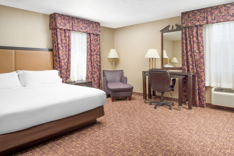 Holiday Inn Express Wenatchee-King Bed Guest Room<br/>Image from Leonardo