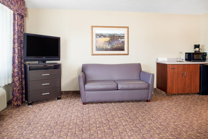 Holiday Inn Express Wenatchee-King Executive Room - featuring a sofa sleeper pull out <br/>Image from Leonardo
