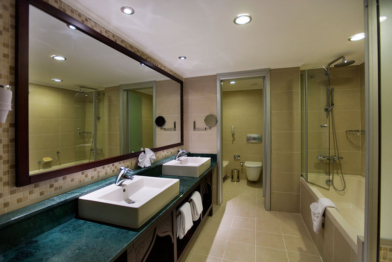 Crowne Plaza Antalya-Junior Suite bathroom with whirpool<br/>Image from Leonardo