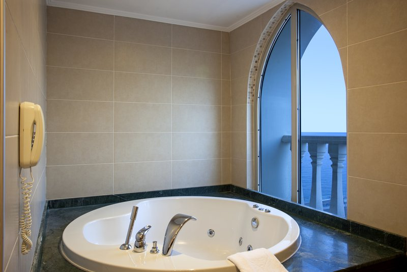 Crowne Plaza Antalya-Jacuzzi<br/>Image from Leonardo