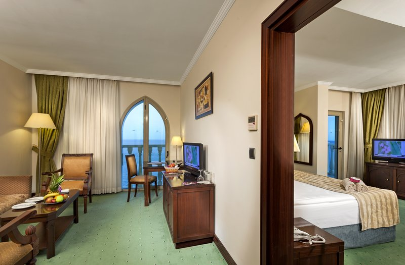 Crowne Plaza Antalya-Corner suite room<br/>Image from Leonardo