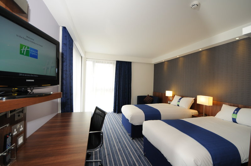 Holiday Inn Express Sheffield City Centre-Spacious and modern fully air-conditioned twin rooms for 2 people<br/>Image from Leonardo