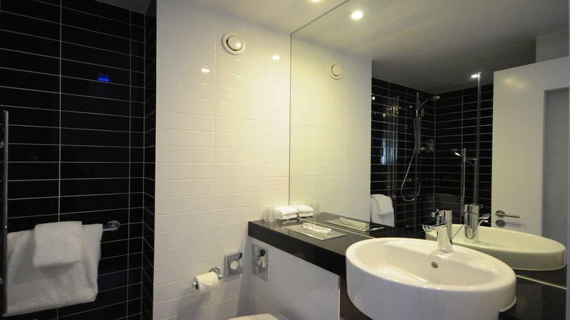 Holiday Inn Express Sheffield City Centre-All bathrooms with power shower and a set of fluffy cotton towels<br/>Image from Leonardo