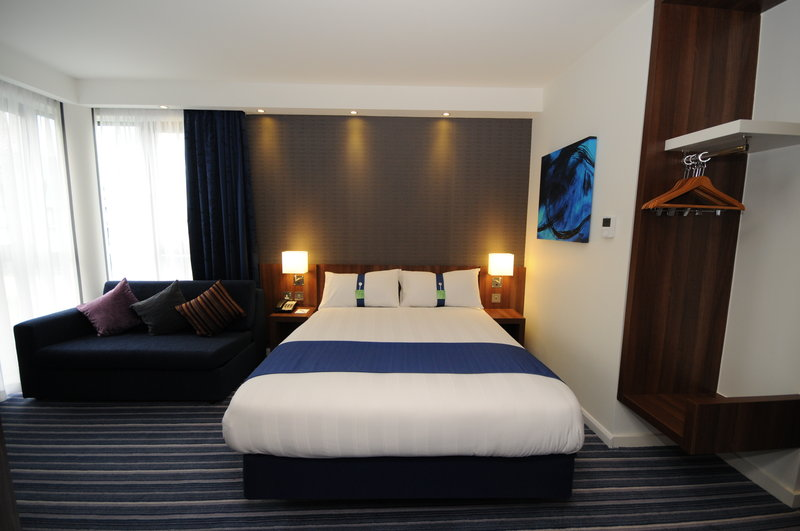 Holiday Inn Express Sheffield City Centre-Our double bedrooms with sofa beds are ideal for upto 4 people<br/>Image from Leonardo