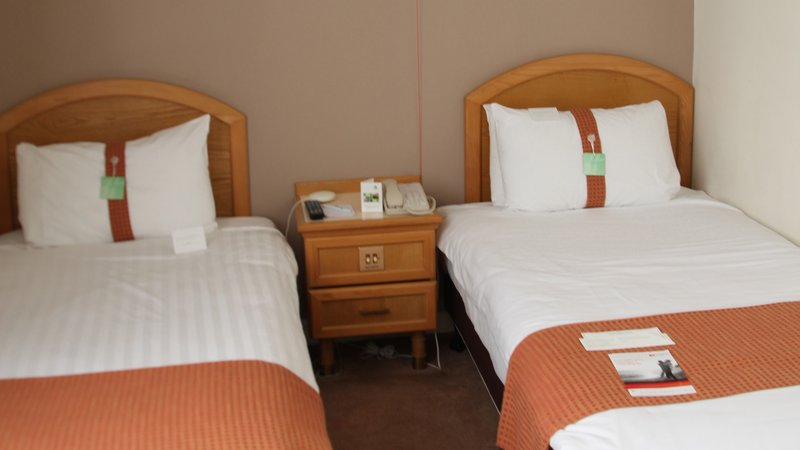 Holiday Inn Doncaster A1(M), Jct 36-Holiday Inn Doncaster A1M Jct36 Twin Bedroom<br/>Image from Leonardo