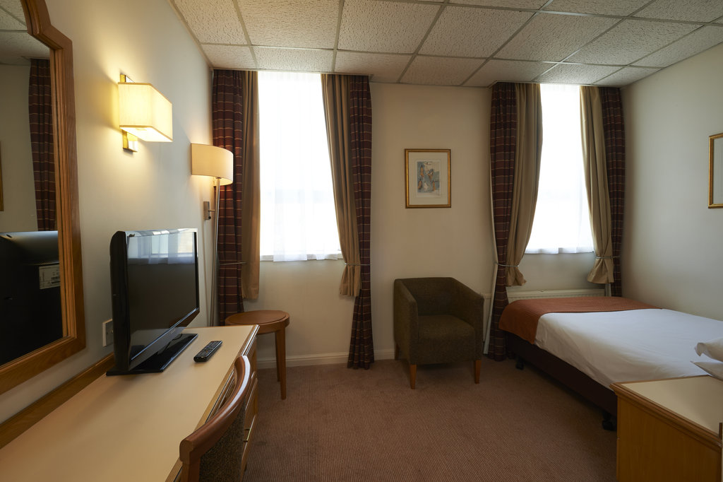 Holiday Inn Doncaster A1(M), Jct 36-Holiday Inn Doncaster A1M Jct36 Single Bedroom<br/>Image from Leonardo