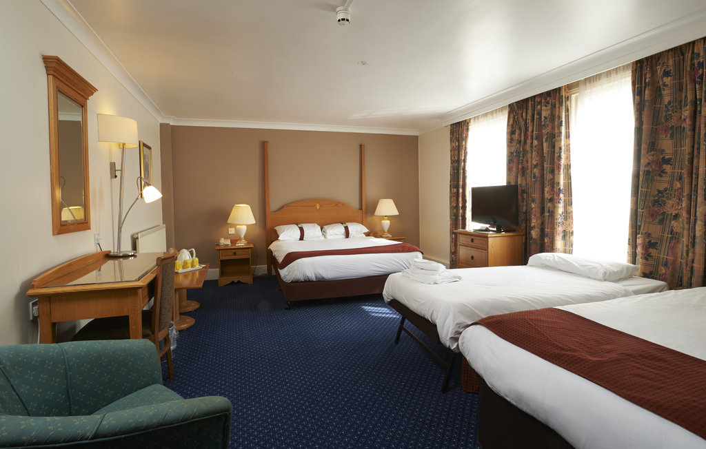 Holiday Inn Doncaster A1(M), Jct 36-Holiday Inn Doncaster A1M Jct36 Family Bedroom<br/>Image from Leonardo