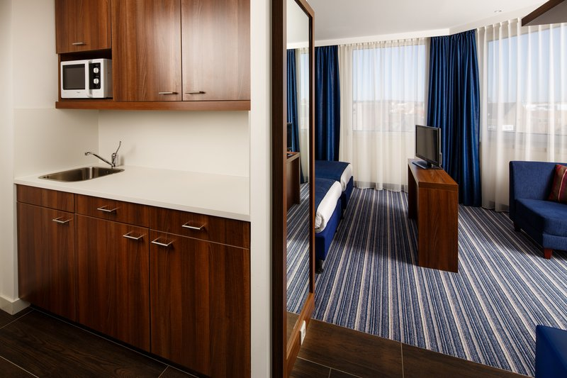 Holiday Inn Express Arnhem-Accommodating Two Single Beds Nonsmoking Room<br/>Image from Leonardo
