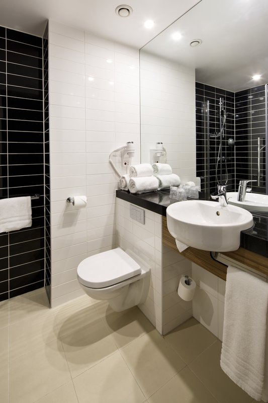 Holiday Inn Express Arnhem-Guest Bathroom<br/>Image from Leonardo