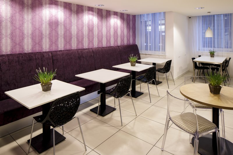 Holiday Inn Express Arnhem-Breakfast area<br/>Image from Leonardo
