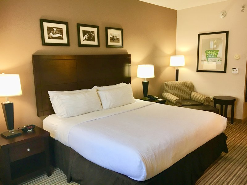 Holiday Inn Louisville Airport - Fair/Expo-Guest Room<br/>Image from Leonardo