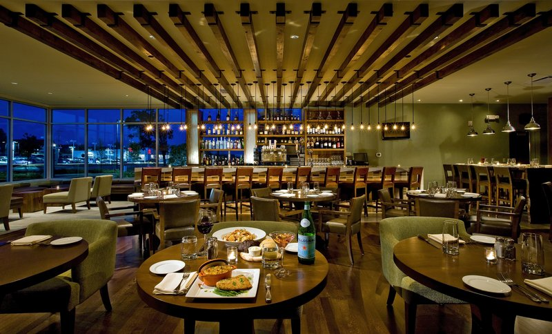 Crowne Plaza Lombard Downers Grove-Restaurant<br/>Image from Leonardo