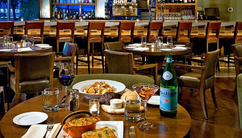Crowne Plaza Lombard Downers Grove-Bar and Lounge<br/>Image from Leonardo
