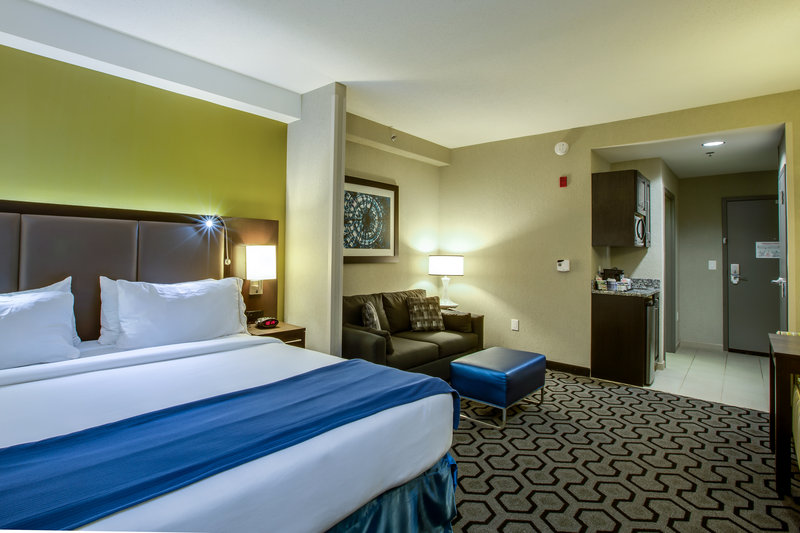 Holiday Inn Express Hotel & Suites Charleston Apt-Conv Ctr-Suite<br/>Image from Leonardo