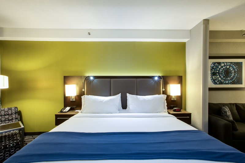Holiday Inn Express Hotel & Suites Charleston Apt-Conv Ctr-Guest Room<br/>Image from Leonardo