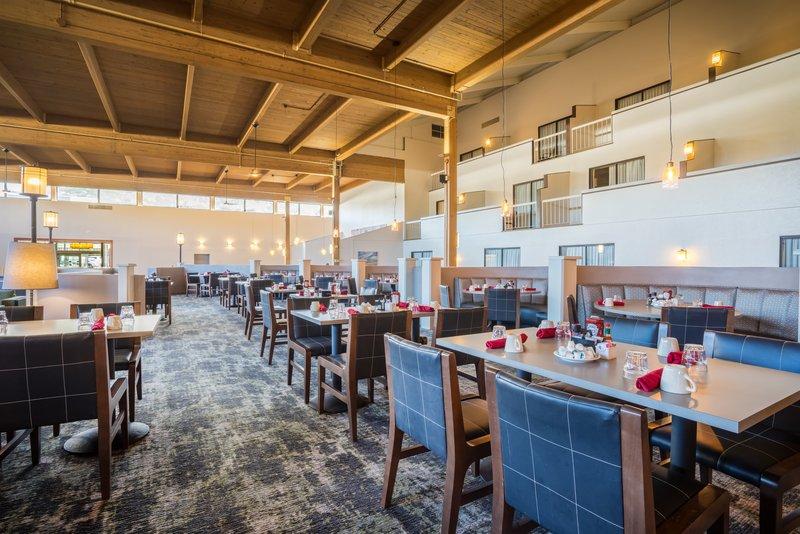 Holiday Inn Mansfield-Foxboro Area-Breakfast Area at Holiday Inn Mansfield-Foxboro<br/>Image from Leonardo