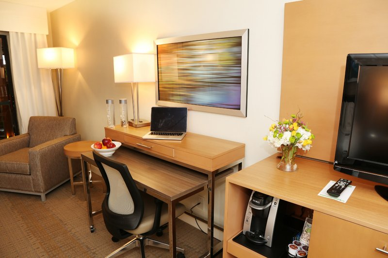 Holiday Inn Mansfield-Foxboro Area-Our newly renovated rooms include spacious desks and refrigerator<br/>Image from Leonardo