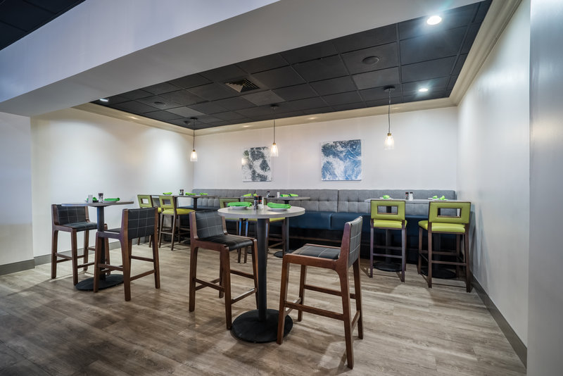 Holiday Inn Mansfield-Foxboro Area-Bar and Lounge at Holiday Inn Mansfield-Foxboro<br/>Image from Leonardo