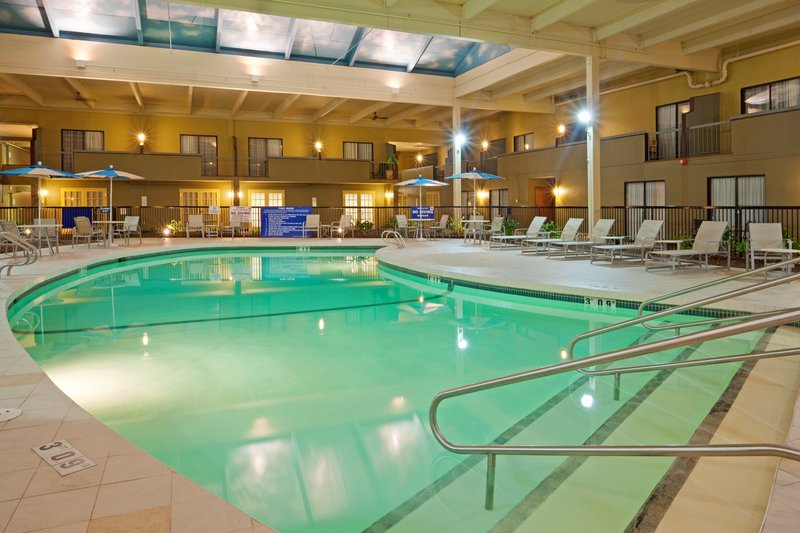 Holiday Inn Mansfield-Foxboro Area-Enjoy a relaxing swim in our Salt water swimming pool<br/>Image from Leonardo