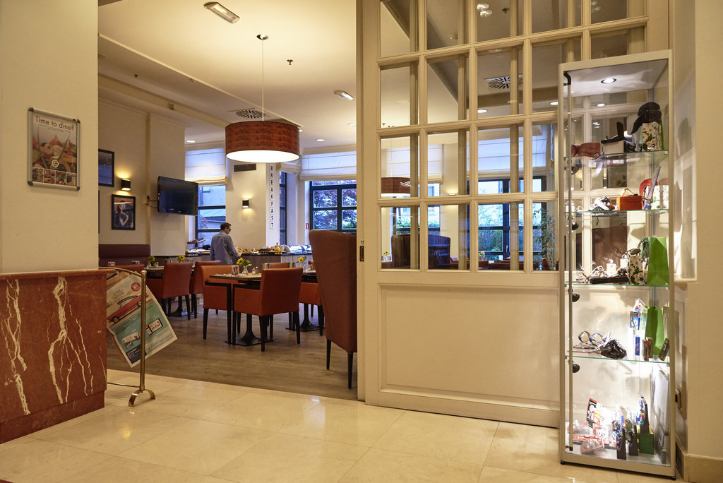 Holiday Inn Brussels - Schuman-Cosy dining in Holiday Inn Brussels Schuman<br/>Image from Leonardo