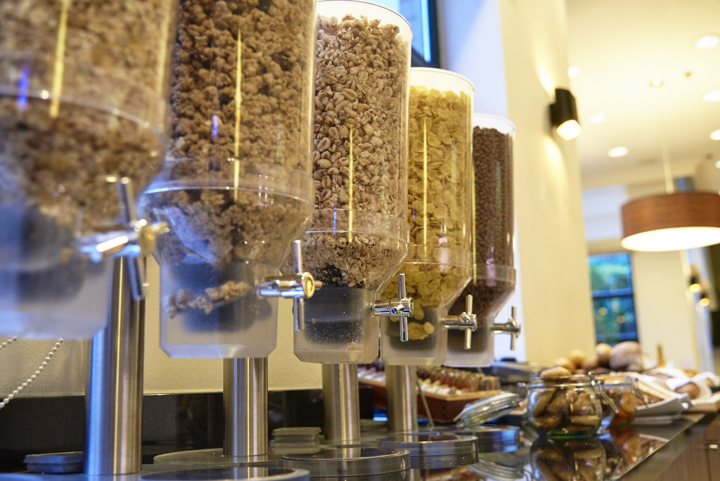 Holiday Inn Brussels - Schuman-Breakfast buffet - cereal selection<br/>Image from Leonardo