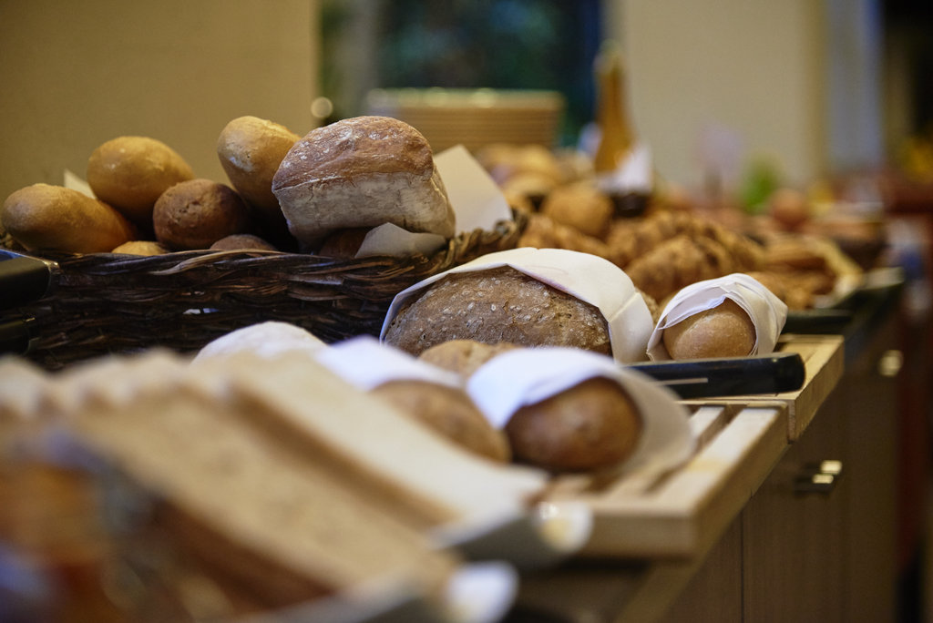 Holiday Inn Brussels - Schuman-Breakfast buffet - large selection of different bread<br/>Image from Leonardo